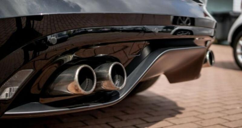Jaguar F-Type Coupe 5.0 V8 550ch R AWD BVA8 Noir occasion à Boulogne-Billancourt - photo n°3