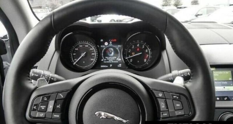 Jaguar F-Type COUPE R-DYNAMIC 3.0 V6 Blanc occasion à Montévrain - photo n°6