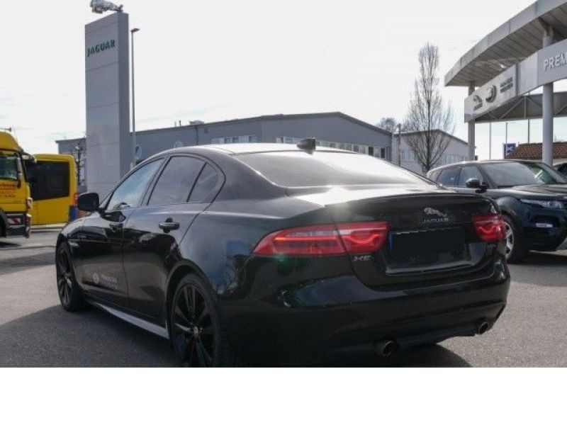 Jaguar XE 2.0 200 R-Sport Noir occasion à Beaupuy - photo n°3