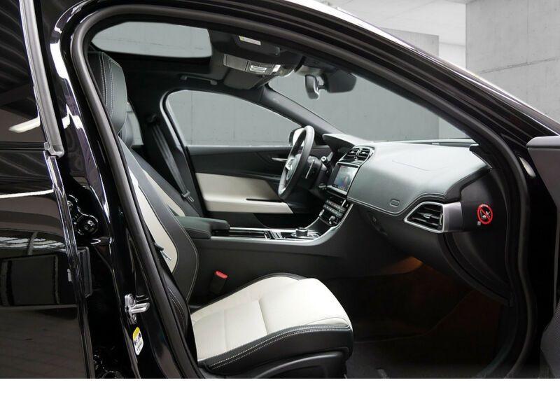 Jaguar XE 2.0 200 R-Sport Noir occasion à Beaupuy - photo n°4