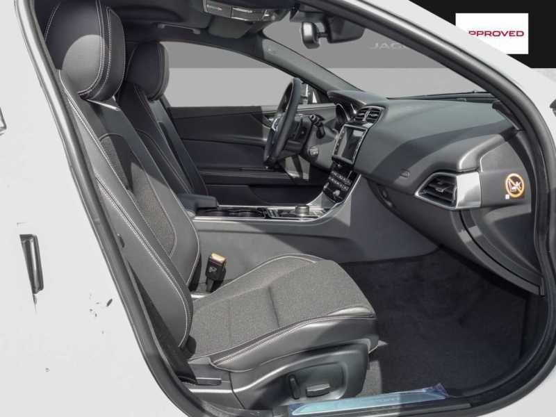 Jaguar XE 2.0 200 R-Sport Blanc occasion à Beaupuy - photo n°4