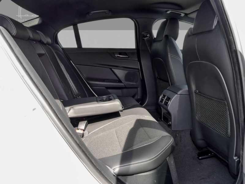 Jaguar XE 2.0 200 R-Sport Blanc occasion à Beaupuy - photo n°5