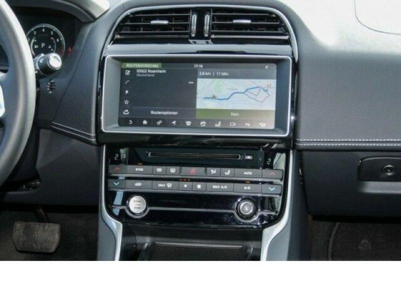Jaguar XE 2.0 200 R-Sport Noir occasion à Beaupuy - photo n°6