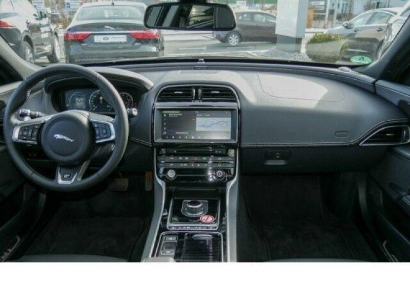 Jaguar XE 2.0 200 R-Sport Noir occasion à Beaupuy - photo n°2