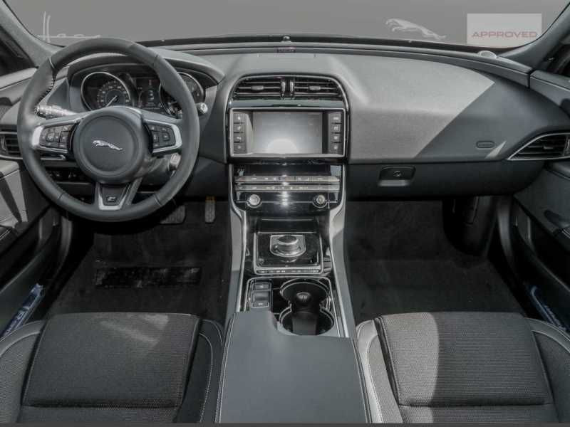 Jaguar XE 2.0 200 R-Sport Blanc occasion à Beaupuy - photo n°2