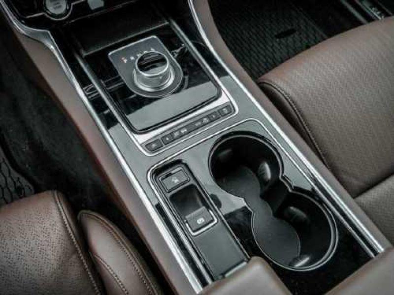 Jaguar XE 2.0 240 Blanc occasion à Beaupuy - photo n°7