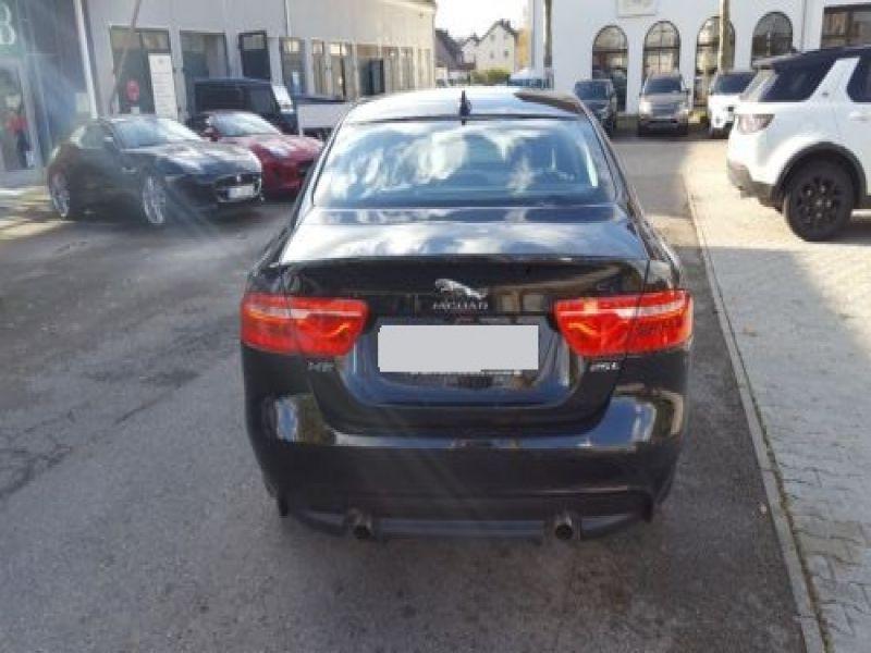 Jaguar XE 2.0 240 Noir occasion à Beaupuy - photo n°9
