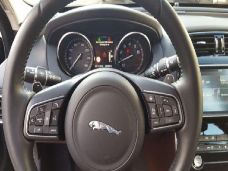 Jaguar XE 2.0 240 Noir occasion à Beaupuy - photo n°5