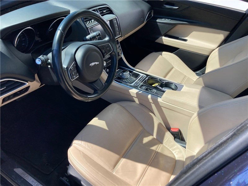 Jaguar XE 2.0 D - 180 CH BVA Prestige Bleu occasion à MERIGNAC - photo n°17