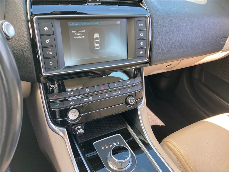Jaguar XE 2.0 D - 180 CH BVA Prestige Bleu occasion à MERIGNAC - photo n°16