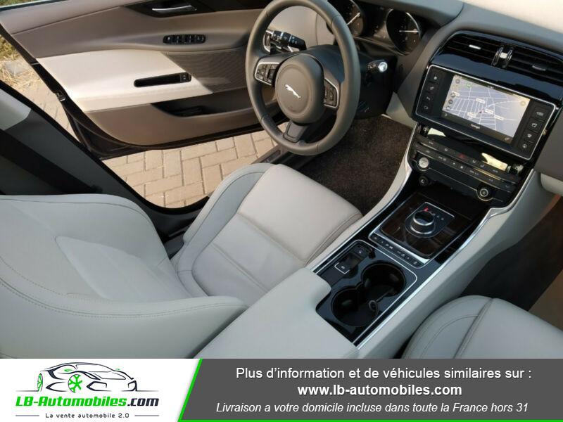 Jaguar XE 2.0 D 180 ch Bleu occasion à Beaupuy - photo n°4
