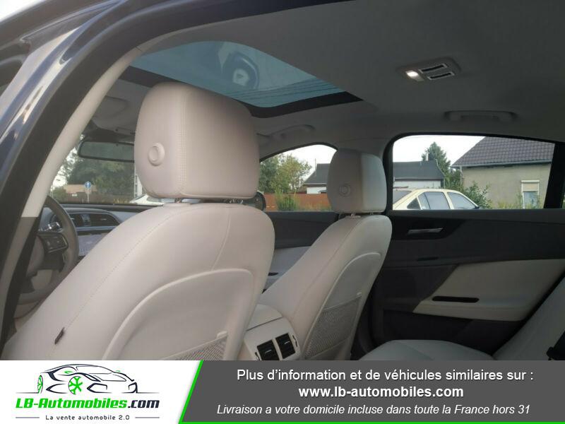 Jaguar XE 2.0 D 180 ch Bleu occasion à Beaupuy - photo n°6