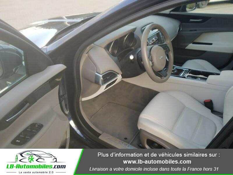 Jaguar XE 2.0 D 180 ch Bleu occasion à Beaupuy - photo n°5