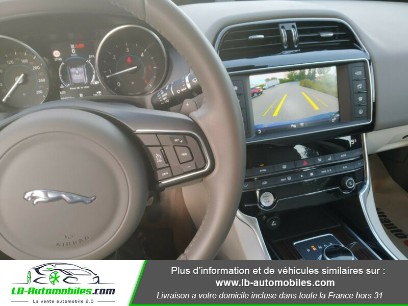 Jaguar XE 2.0 D 180 ch Bleu occasion à Beaupuy - photo n°2