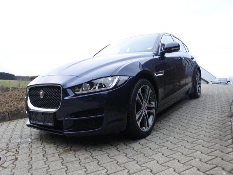 Jaguar XE 2.0 D 180 Bleu occasion à Beaupuy