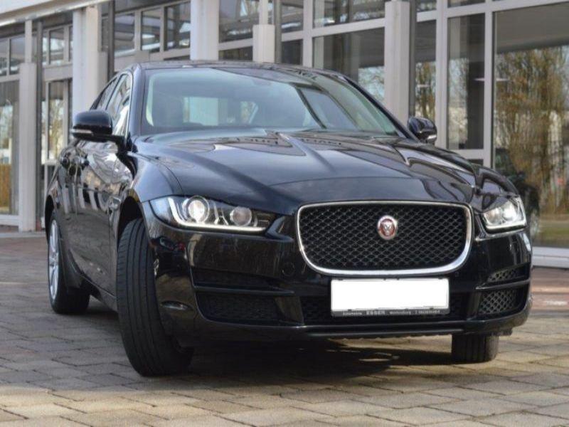 Jaguar XE 2.0 D AWD 180 Noir occasion à Beaupuy