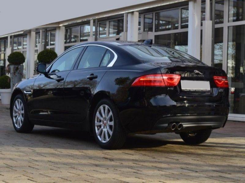 Jaguar XE 2.0 D AWD 180 Noir occasion à Beaupuy - photo n°3
