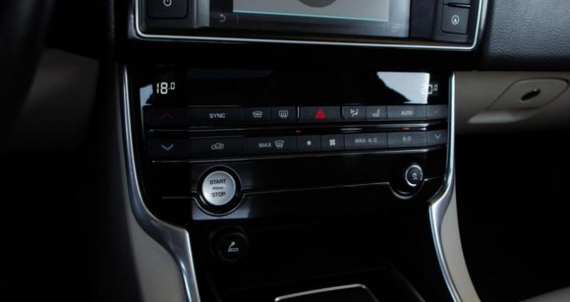 Jaguar XE 2.0D 180 PRESTIGE BVA Noir occasion à Chambourcy - photo n°7