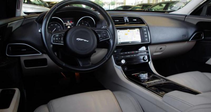 Jaguar XE 2.0D 180 PRESTIGE BVA Noir occasion à Chambourcy - photo n°2