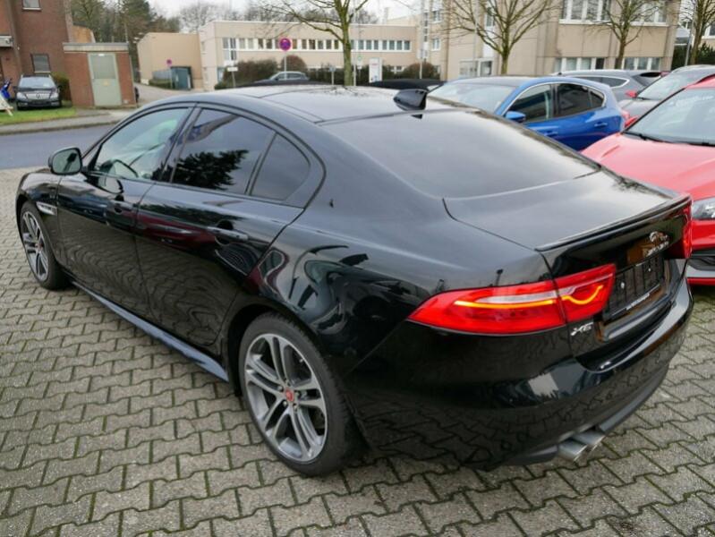 Jaguar XE 2.0D 180CH R-SPORT BVA8 Noir occasion à Villenave-d'Ornon - photo n°4