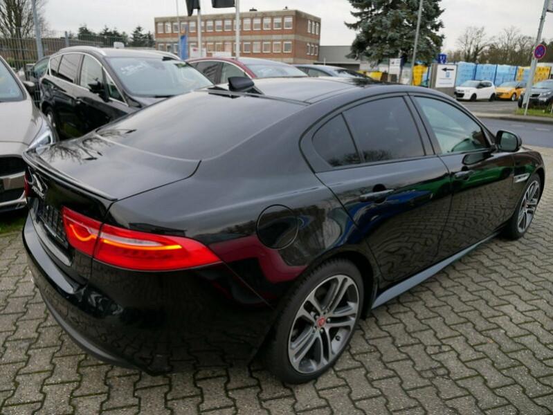 Jaguar XE 2.0D 180CH R-SPORT BVA8 Noir occasion à Villenave-d'Ornon - photo n°3