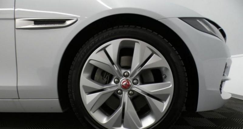Jaguar XE 20d 180 S Auto. Blanc occasion à Petange - photo n°6
