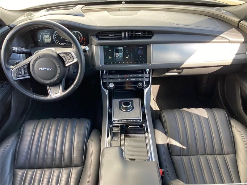 Jaguar XF 2.0 - 250 CH BVA Portfolio Gris occasion à MERIGNAC - photo n°8