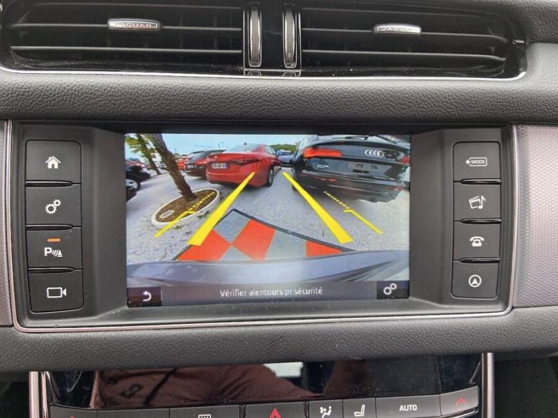 Jaguar XF 2.0 D 180 BVA8 R-SPORT CUIR GPS Caméra  occasion à Toulouse - photo n°17