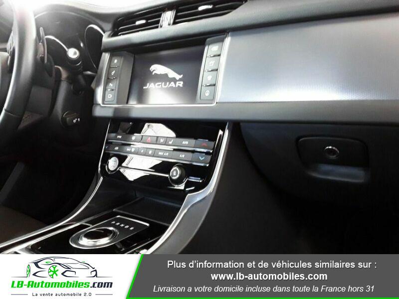 Jaguar XF 2.0 D 180 ch R-Sport Blanc occasion à Beaupuy - photo n°11