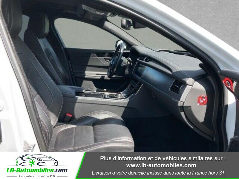 Jaguar XF 2.0 D 180 ch R-Sport Blanc occasion à Beaupuy - photo n°8