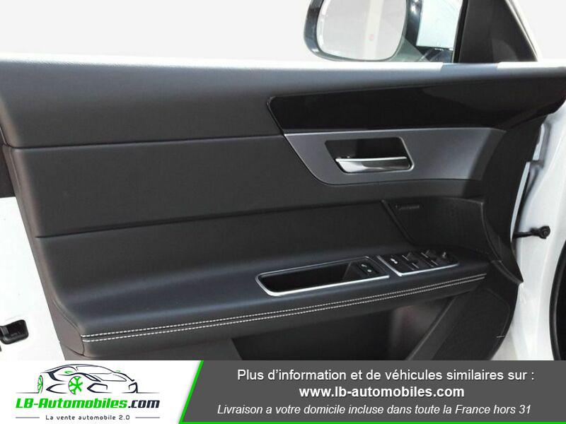 Jaguar XF 2.0 D 180 ch R-Sport Blanc occasion à Beaupuy - photo n°10
