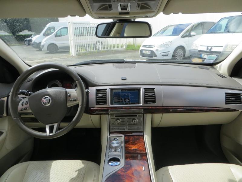 Jaguar XF 2.7D Bi-Turbo Luxe Premium Gris occasion à La Roche-sur-Yon - photo n°9