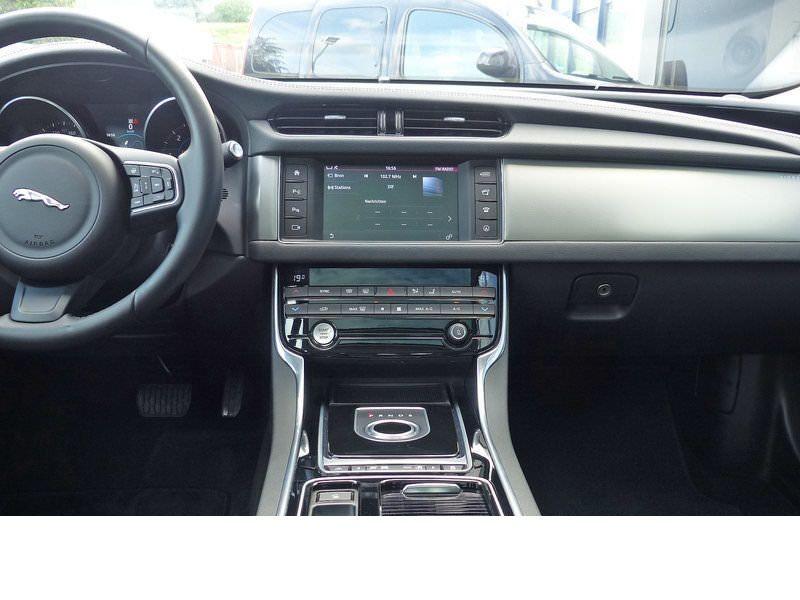 Jaguar XF 20d E-Performance Prestige  occasion à Beaupuy - photo n°6