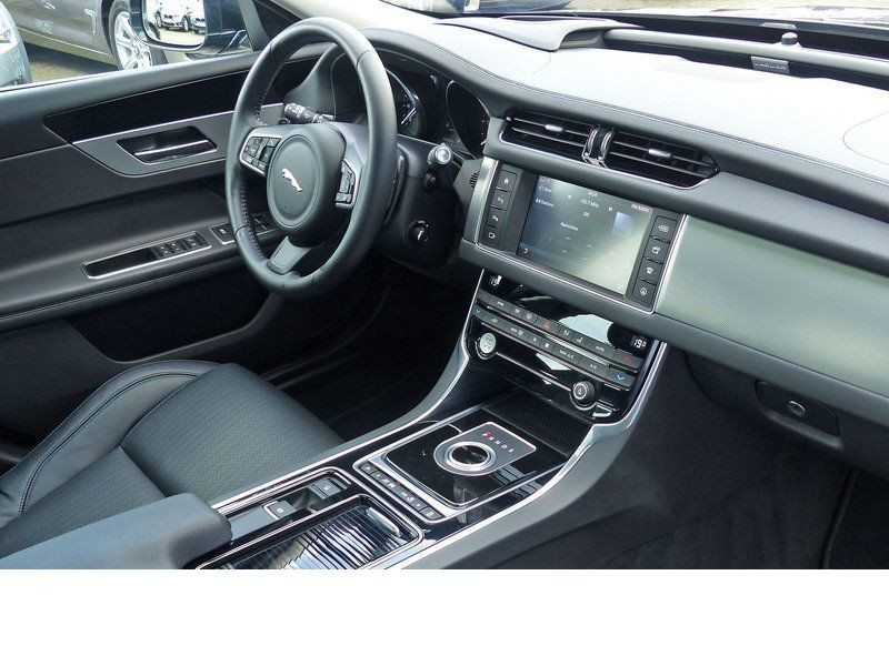 Jaguar XF 20d E-Performance Prestige  occasion à Beaupuy - photo n°2