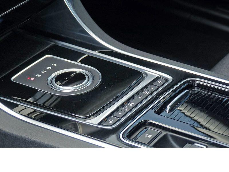 Jaguar XF 20d E-Performance Prestige  occasion à Beaupuy - photo n°5