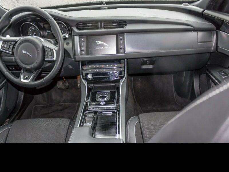 Jaguar XF 20d Sportbrake 180 ch Gris occasion à Beaupuy - photo n°2