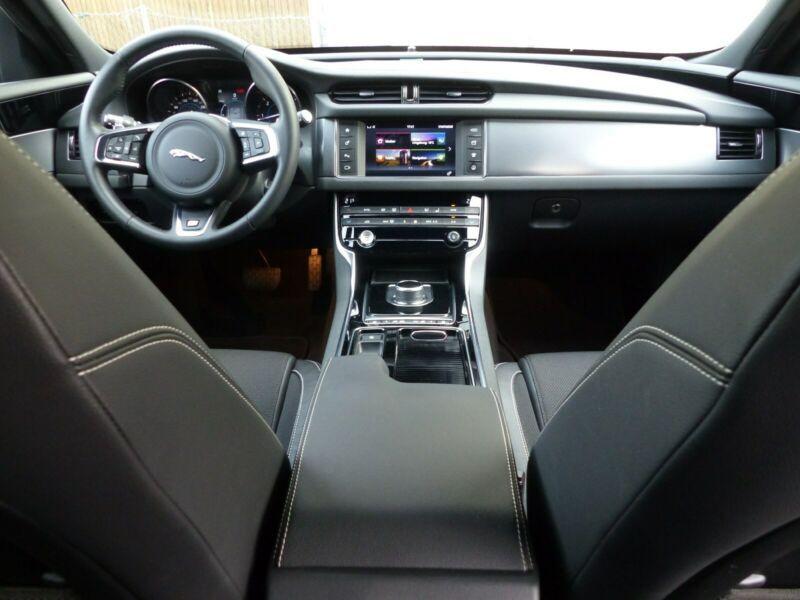 Jaguar XF 20d Sportbrake 180 ch  occasion à Beaupuy - photo n°2