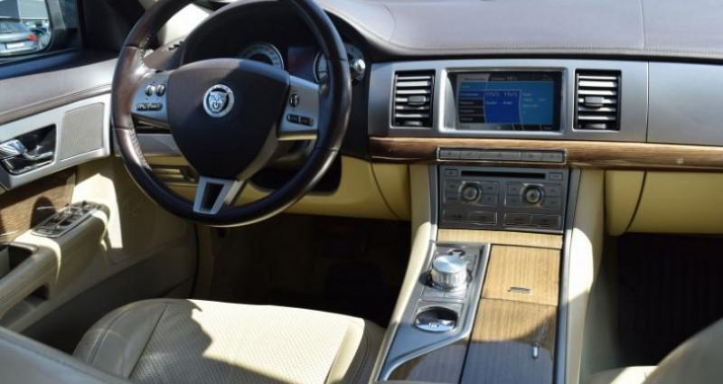 Jaguar XF 3.0 V6 LUXE PREMIUM ESSENCE Vert occasion à VENDARGUES - photo n°2