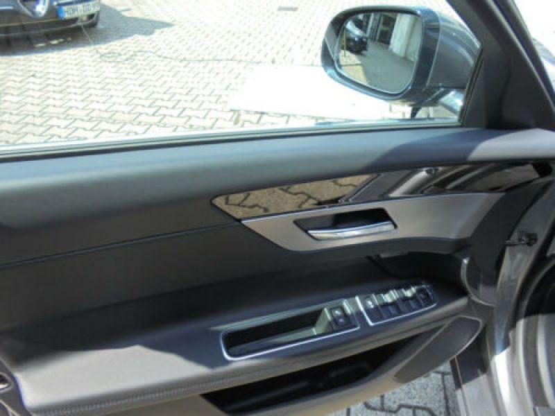 Jaguar XF 30d Prestige Gris occasion à Beaupuy - photo n°8