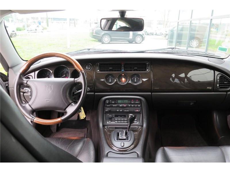 Jaguar XK8 4.0I V8 Coupé Gris occasion à LABEGE CEDEX - photo n°7