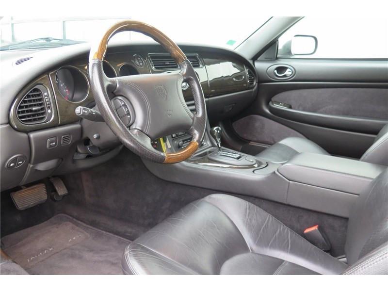 Jaguar XK8 4.0I V8 Coupé Gris occasion à LABEGE CEDEX - photo n°9