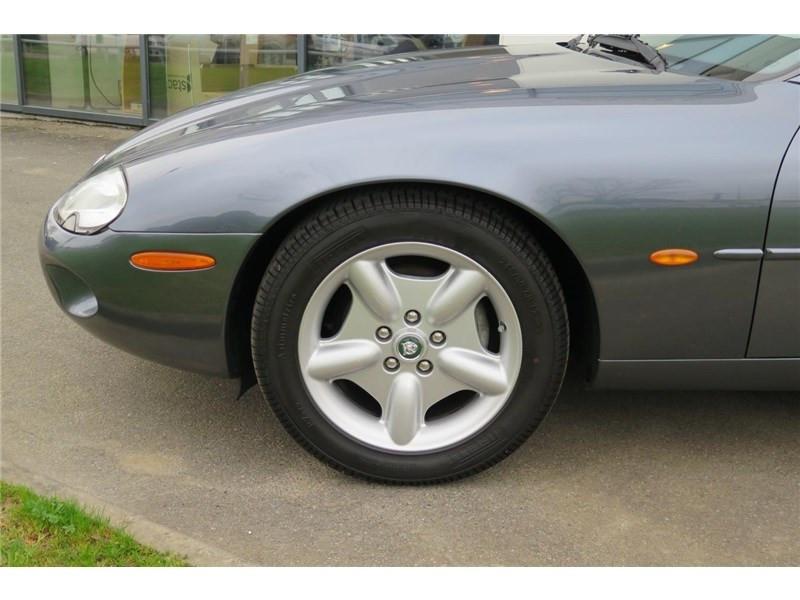 Jaguar XK8 4.0I V8 Coupé Gris occasion à LABEGE CEDEX - photo n°4