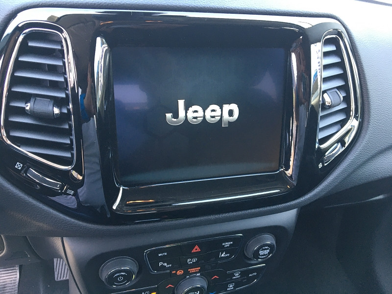 Jeep Compass 1.6 MULTIJET II 120CH LIMITED 4X2 EURO6D-T Blanc occasion à Ibos - photo n°5