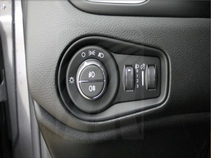 Jeep Renegade 1.4 MultiAir 140 Gris occasion à Beaupuy - photo n°9