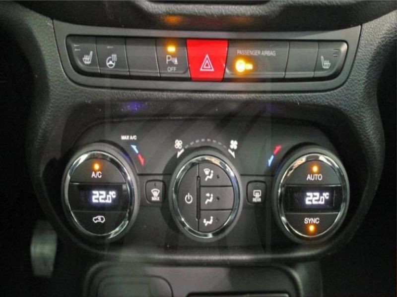 Jeep Renegade 1.4 MultiAir 140 Gris occasion à Beaupuy - photo n°6