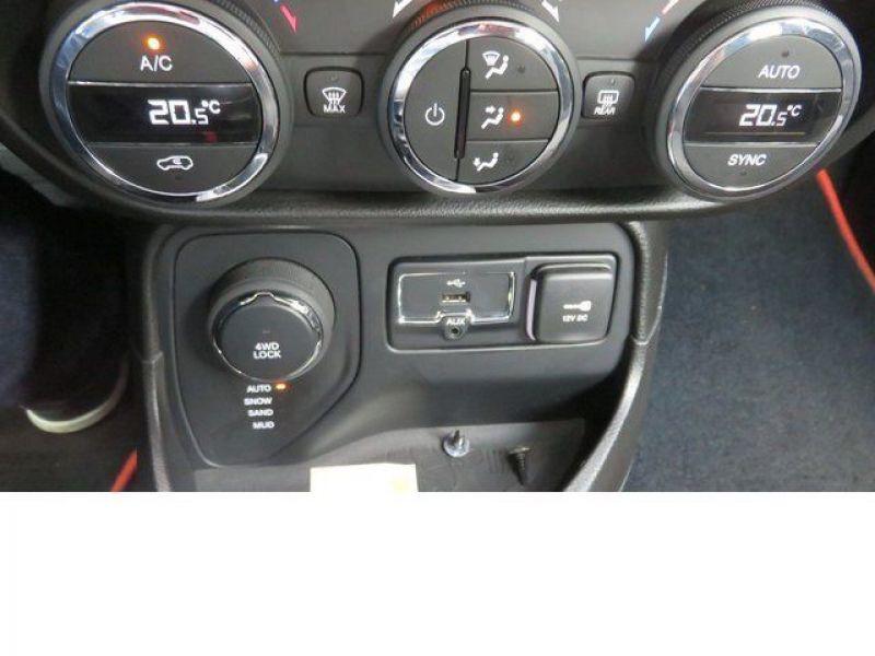 Jeep Renegade 2.0 Multijet 140 4x4 Noir occasion à Beaupuy - photo n°4