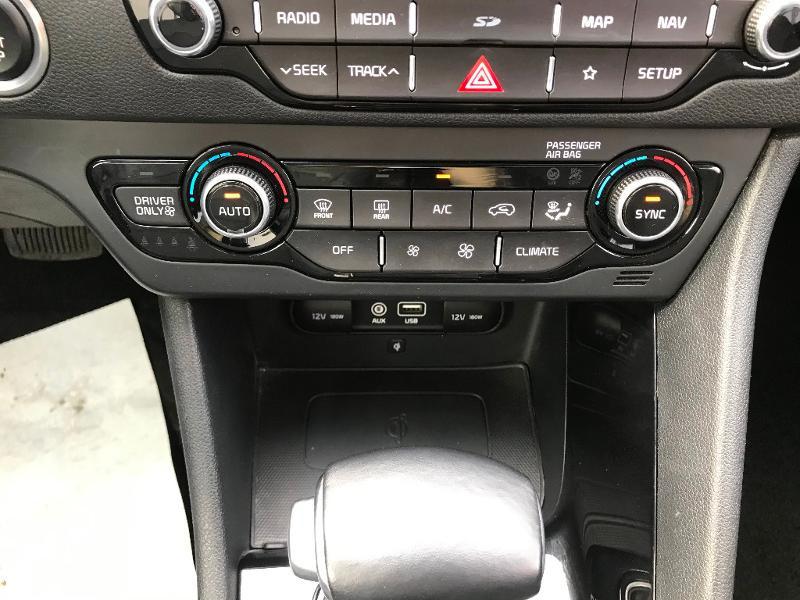 Kia Niro 1.6 GDi 105ch ISG + électrique 43.5ch Design DCT6 Euro6d-T Gris occasion à Amilly - photo n°14