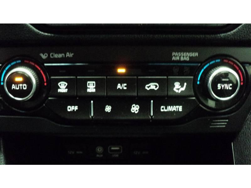 Kia Niro Hybrid 1.6 GDi 105 ch + Electrique 43.5 DCT6 Active Noir occasion à Cahors - photo n°17