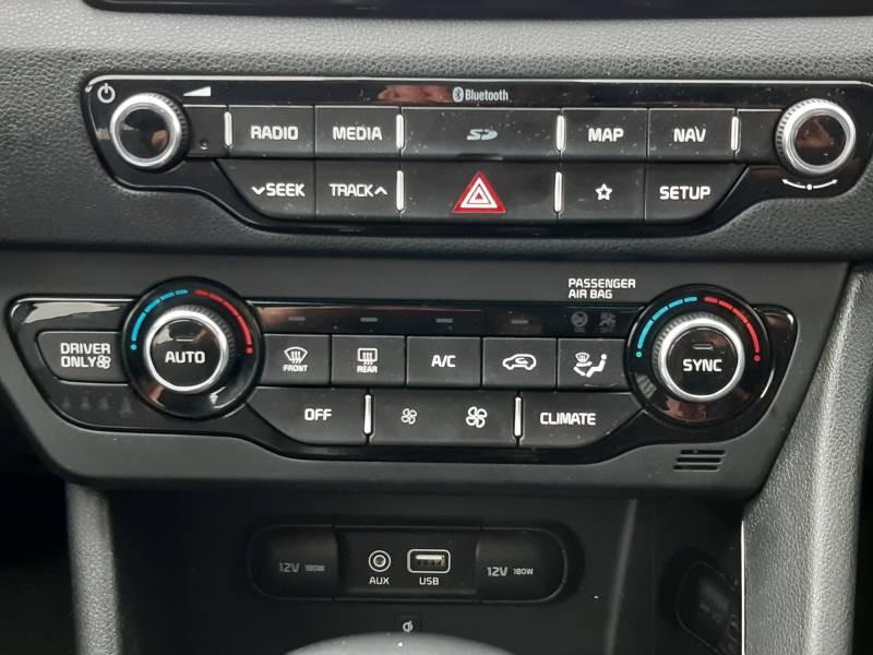 Kia Niro Hybrid 1.6 GDi 105 ch + Electrique 43.5 DCT6 Design Blanc occasion à Saint-Laurent-des-Vignes - photo n°8
