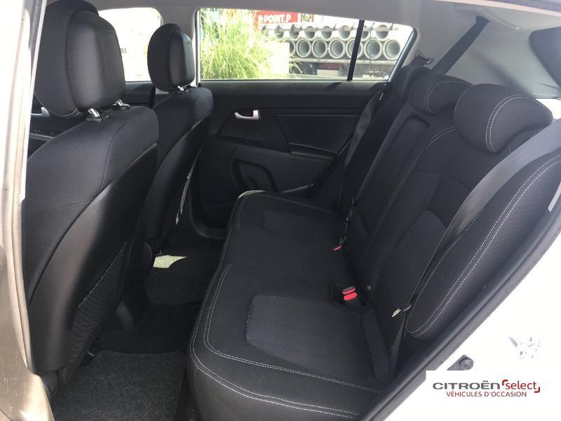 Kia Sportage 1.7 CRDi 115ch ISG Style 4X2 Blanc occasion à Mont-de-Marsan - photo n°10